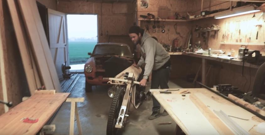 Деревянный мотоцикл, работающий топливе из водорослей (видео)
