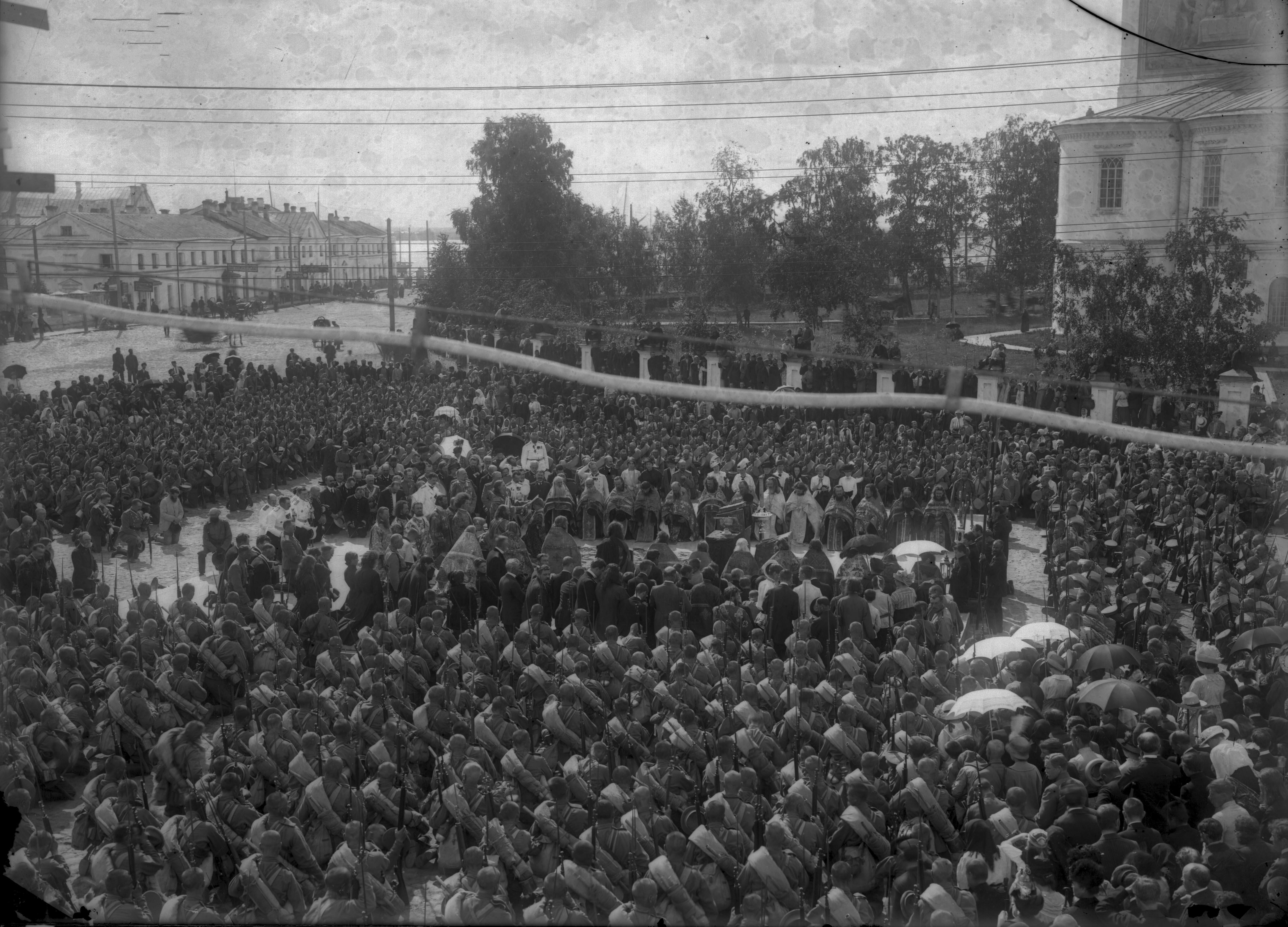 Проводы мобилизованных на Соборной площади. 1914