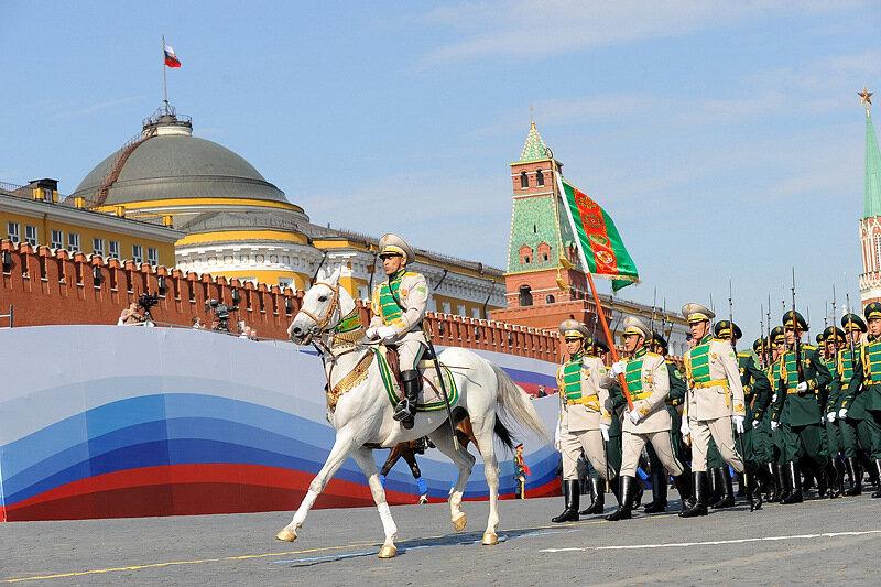 Картинки по запросу Парад 9 мая 2010 г фото