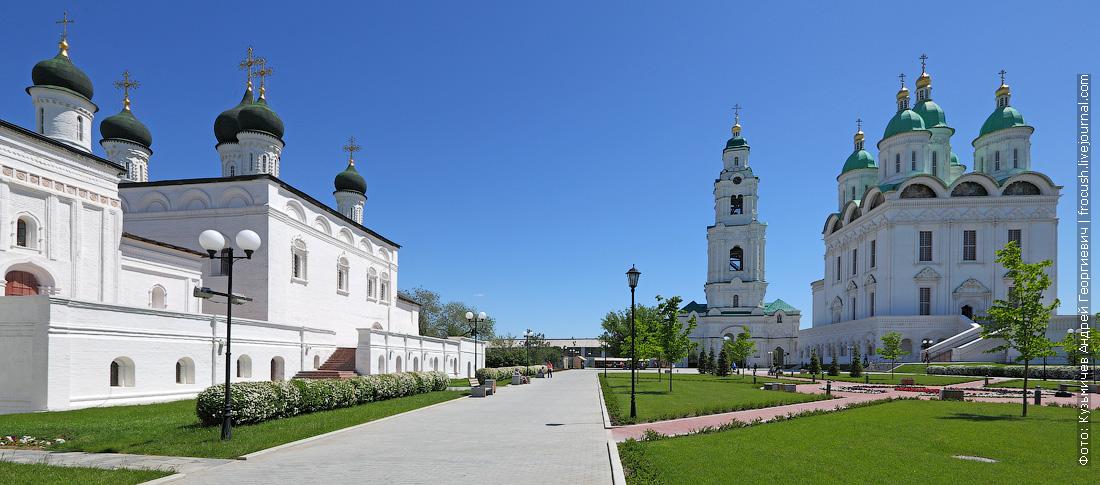 Астрахань Собор бывшего монастыря Троицы Живоначальной, Соборная колокольня и Успенский кафедральный собор