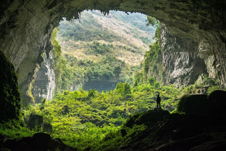 1. Как уже говорилось, находится эта пещера в Китае в провинции Гуанси. Подходим ко входу.
