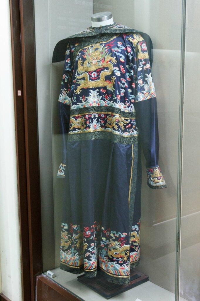 Парадная одежда с драконами, Гунванфу, Пекин, Китай