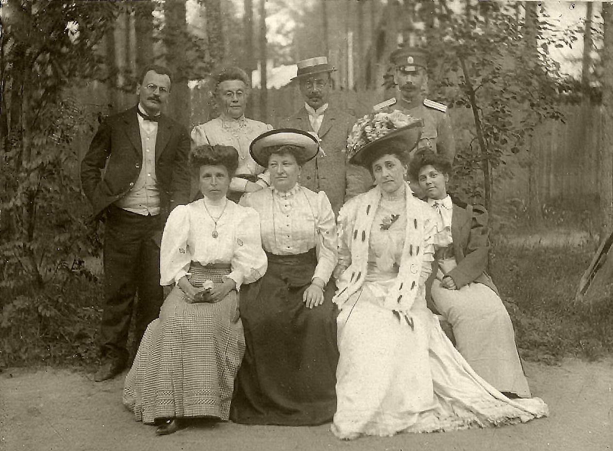 На даче купца Семенова Сергея Терентьевича. Териоки. 1910