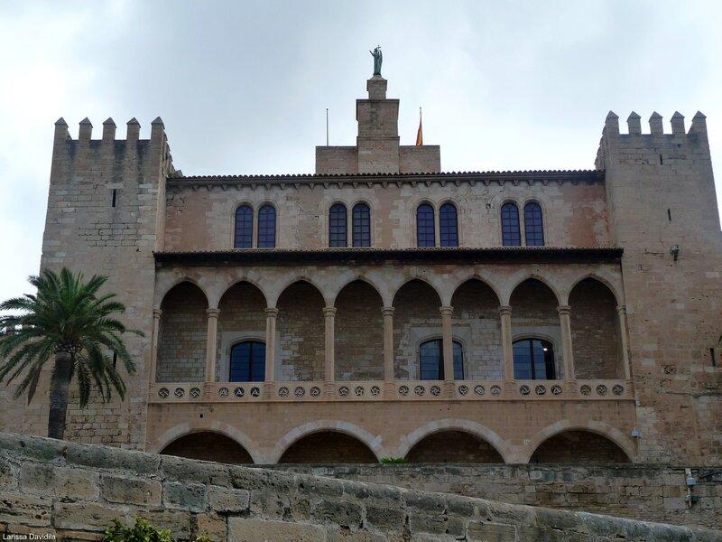 Северный фасад дворца.