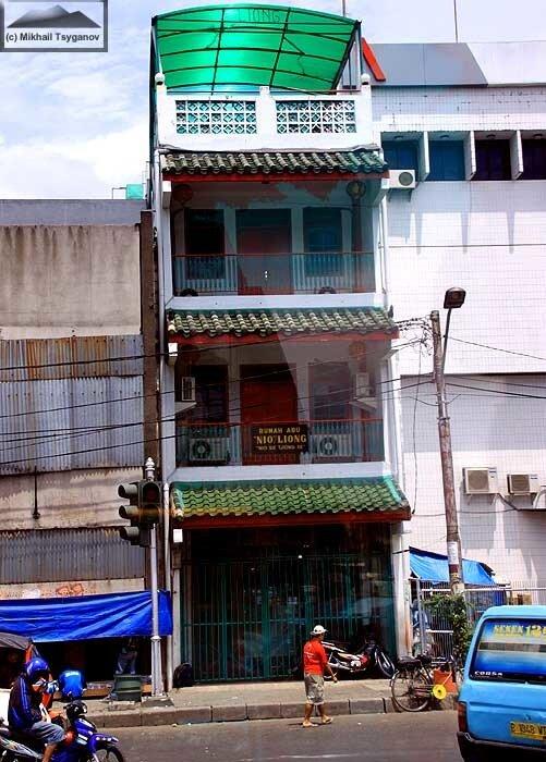 """""""Дома пепла"""" в Джакарте"""