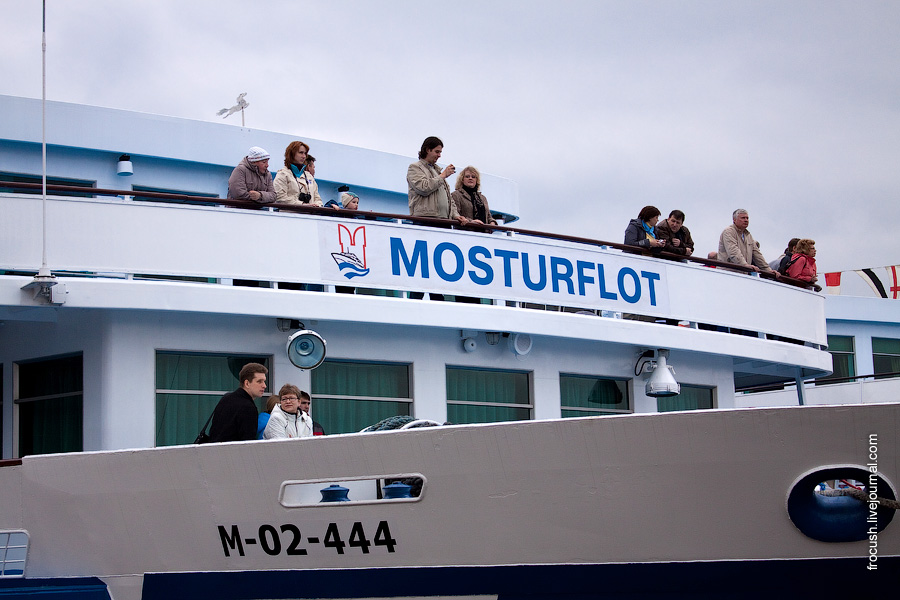 Участники круиза Москва Майская Синий троллейбус на борту теплохода Николай Карамзин