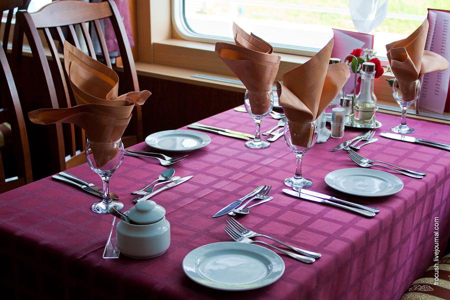 Ресторан в кормовой части шлюпочной палубы теплохода «Максим Горький»