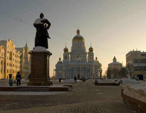 2010. Памятник Ушакову и Кафедральный собор святого праведного война Федора Ушакова.