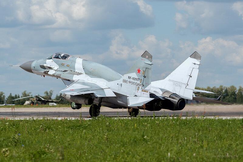Микоян-Гуревич МиГ-29СМТ (RF-92937 / 25 красный) D800125