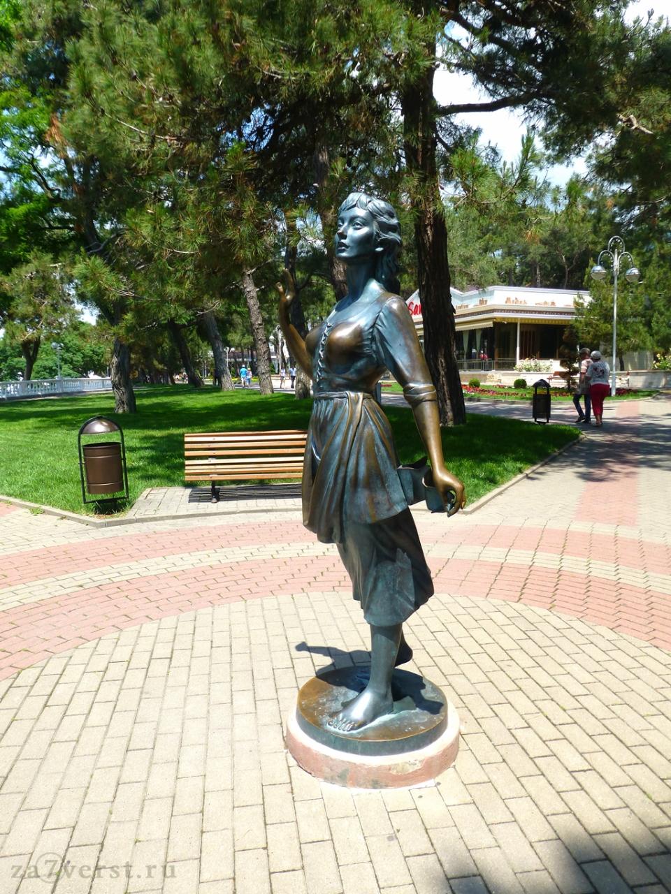 Геленджик, скульптура Алые паруса