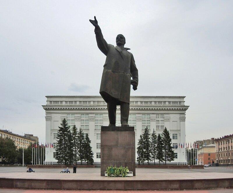 Ленин в пальто Крупской :)