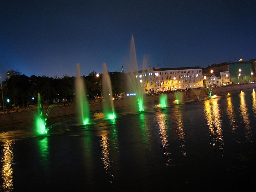 Цветные фонтаны на Болотной пл.