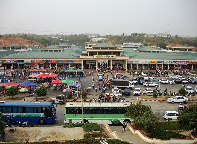 Предпраздничный шоппинг на центральном рынке Нэйпьидо