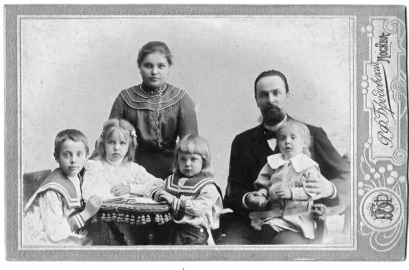 Семья прадеда. 1903 год.
