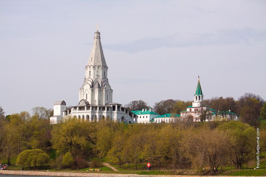 Церковь Вознесения Господня в Коломенском, Передние ворота