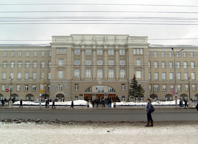 Здание ОмГУПС в Омске