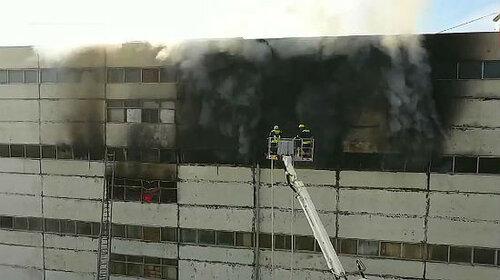 Пожар в кишинёвском здании заблокировал выход женщине