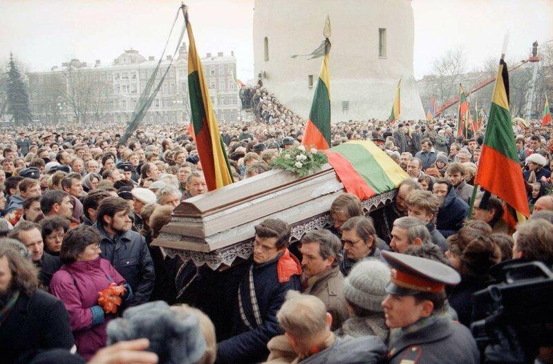 1991 16 января Похороны 10 жертв штурма литовского телецентра.jpg