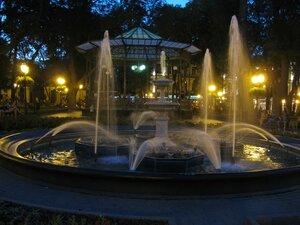 Красивые виды Одессы - фонтан в вечернем Городском саду