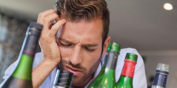 Ученые отыскали разъяснение, почему люди страдают отпохмелья поутрам