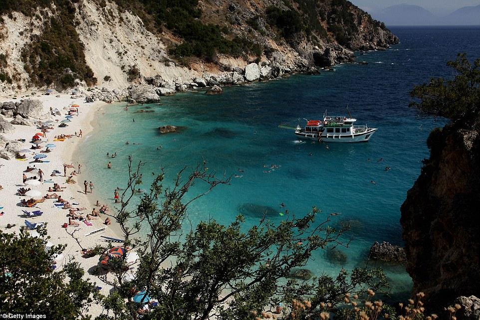 Пляж Агиофили на греческом острове Лефкада.