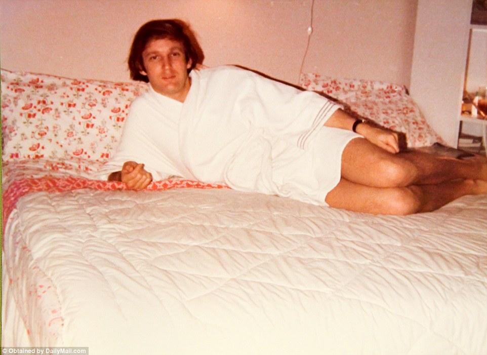 Дональд Трамп изображает актера Берта Рейнолдса в скандальной фотографии на развороте журнала Cosmop