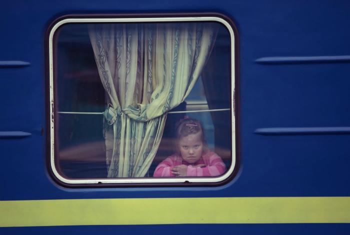 Безудержное веселье. 17. Пусть все знают, что в этом поезде едет герой!