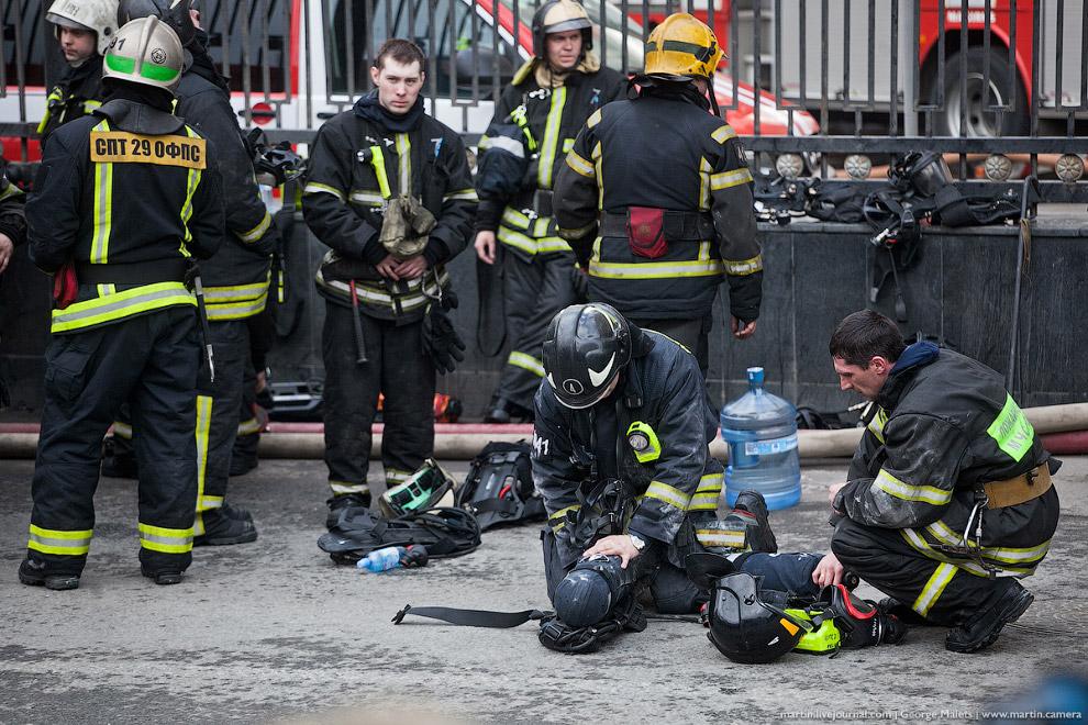 4. Поступали сообщения, что в здании Минобороны обрушилась кровля на площади 1200 квадратных ме