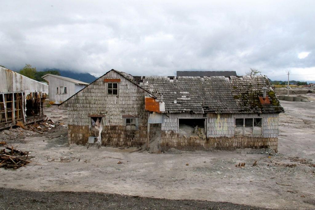 Чили. Чайтен стал «городом-призраком» в результате извержения одноименного вулкана в 2008 году.