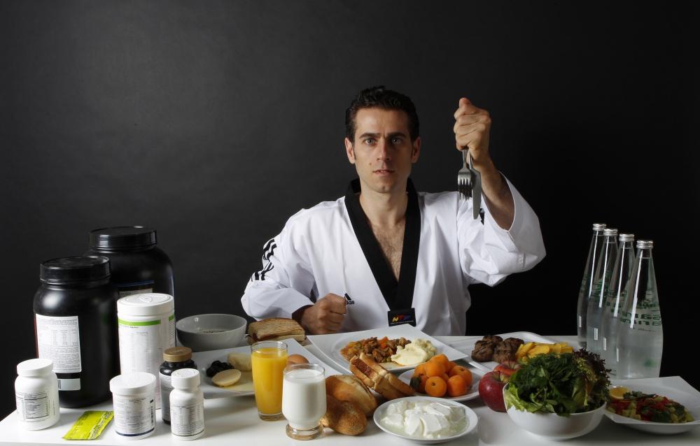 Трехкратный чемпион мира и серебряный олимпийский призер по тхэквондо Бахри Танрыкулу не только ест