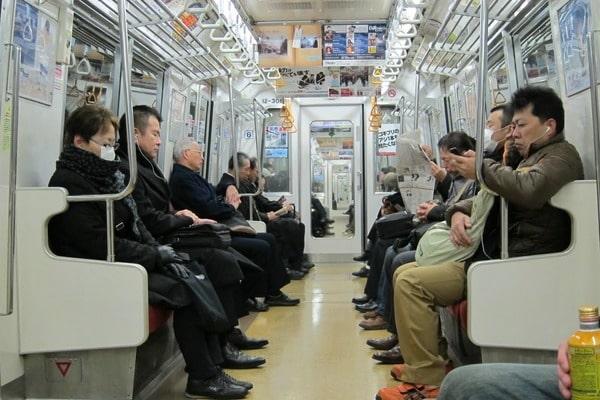 СМИ говорили о вероятной газовой атаке вметро Токио