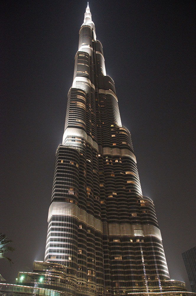 Фотография 5. Съемка на Nikon D300s в отпуске. ОАЭ. Дубай. Бурж Халифа. ISO 3200, F3,5; 1/6 s.