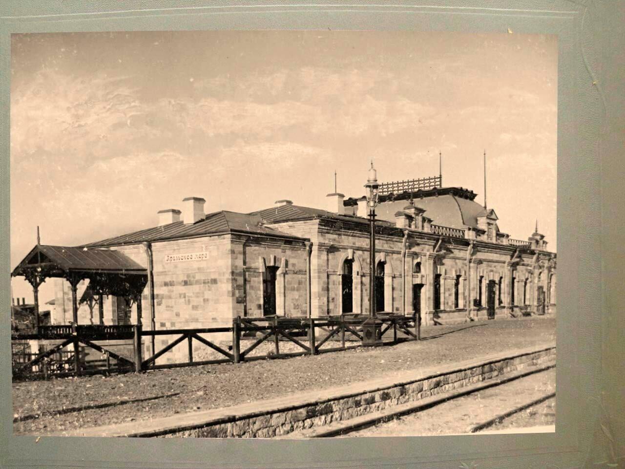 26. Пассажирское здание на станции Аральское Море