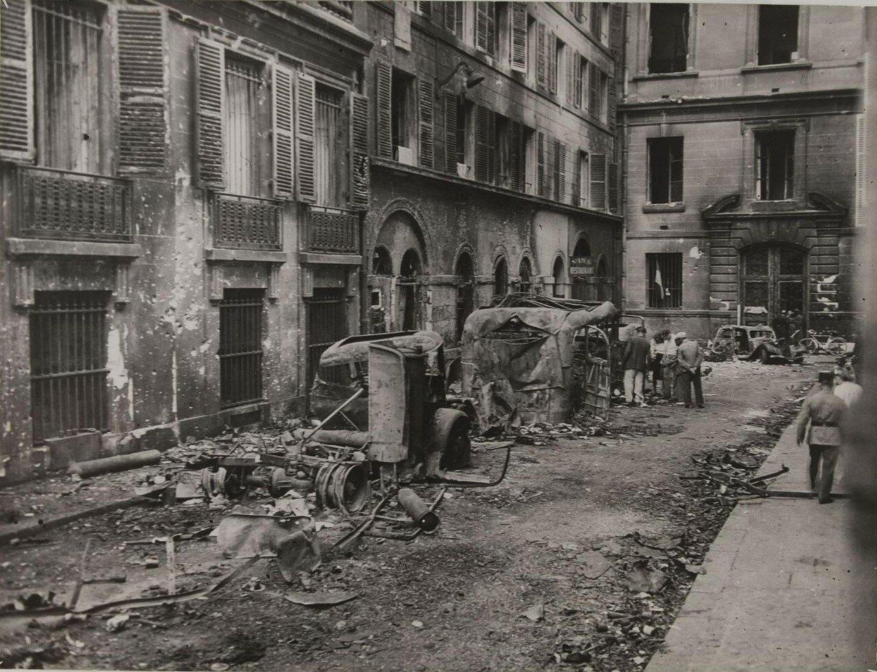Уничтоженные немецкие автомобили на улице Мондови