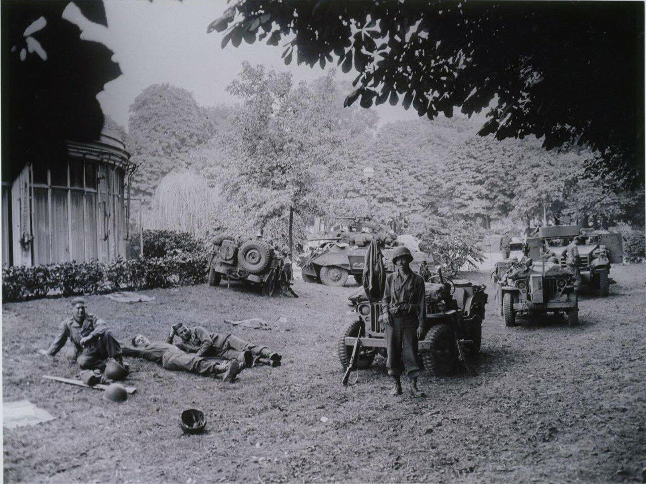 25 августа. Лагерь на Елисейских полях