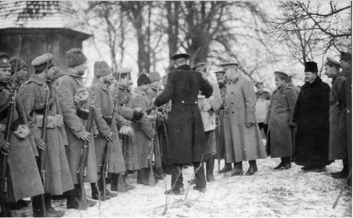 1915. Раздача подарков