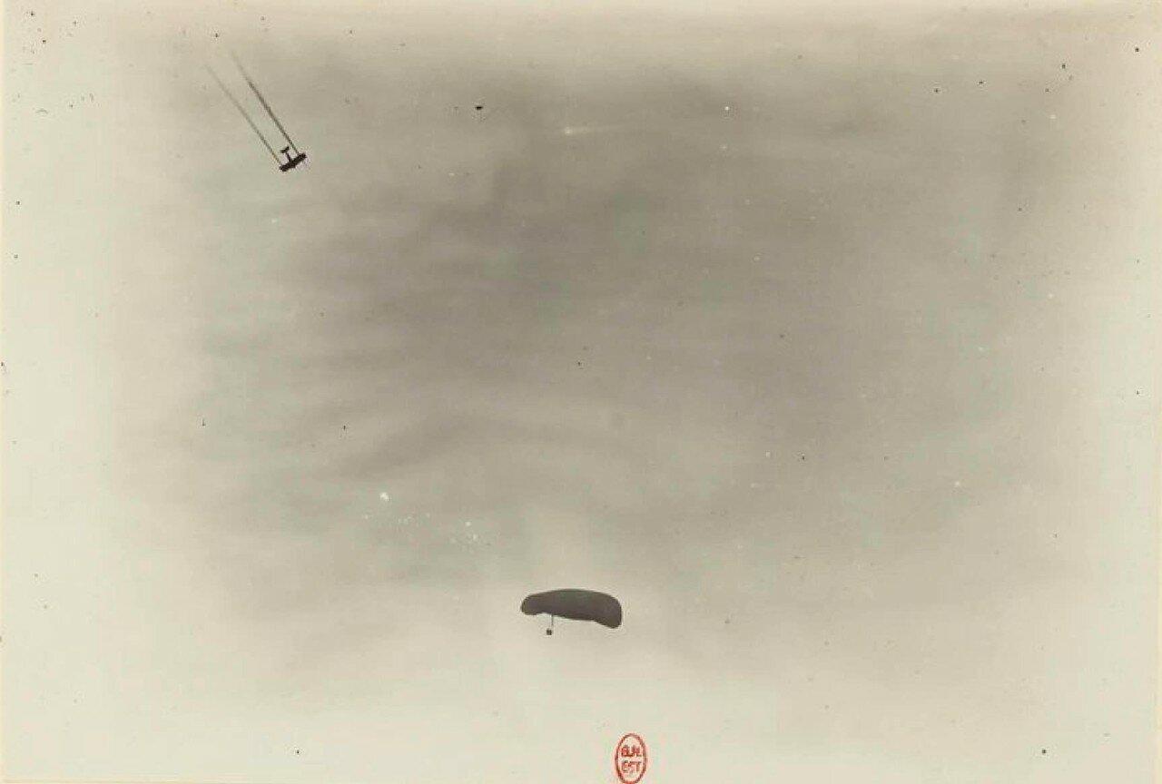 14. «Ньюпор» торпиллер атакует аэростат BCA