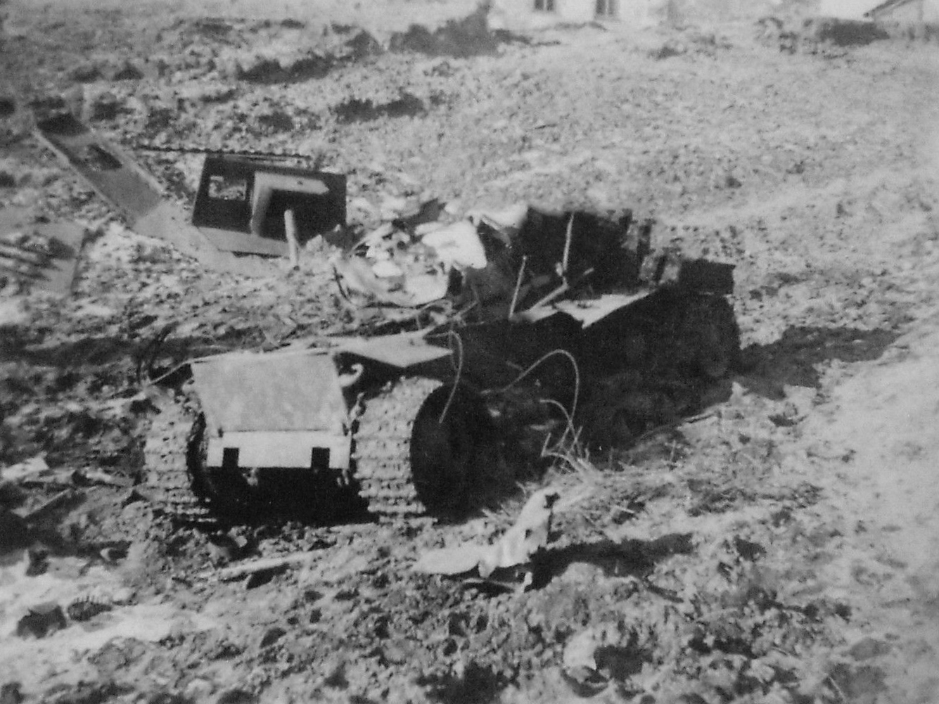 Уничтоженный бронетрактор ХТЗ-16.