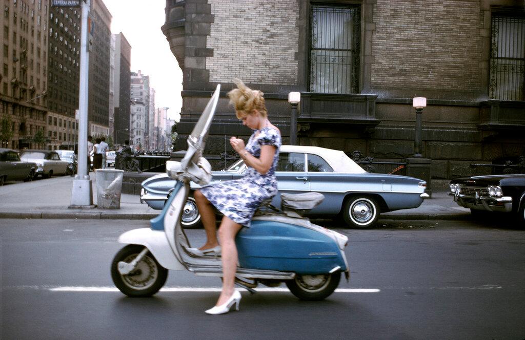 Joel_Meyerowitz_New_York_City_1965_c_Joel_Meyerowitz_Courtesy_Howard_Greenberg_Gallery_1.jpg
