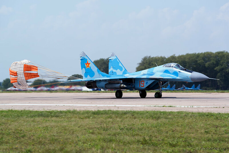 Микоян-Гуревич МиГ-29 (19 красный) ВВС Казахстана 1650_D805741