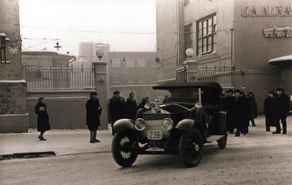 Ленинский Rolls-Royce после реставрации покидает Завод имени Лихачева. 1959 год.jpg