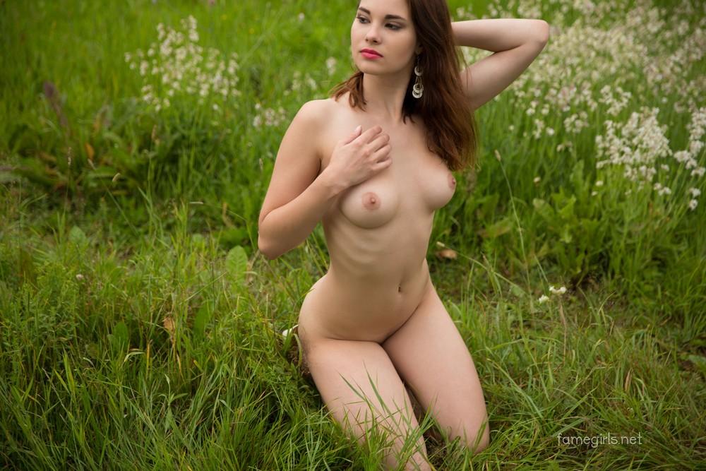 Диана на цветочной поляне