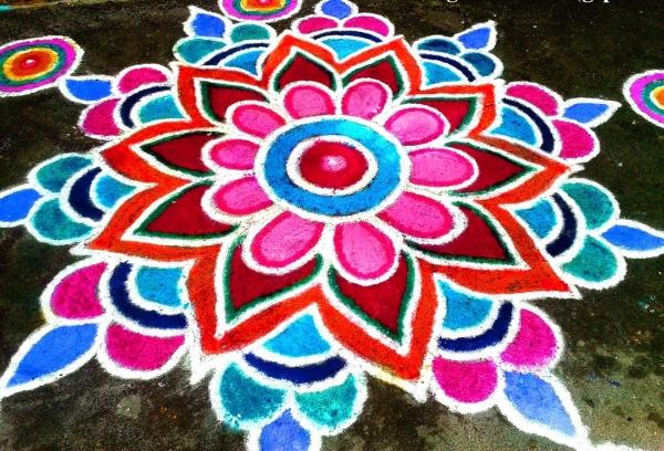 happy-deepavali-2015-rangoli-ideas-with-colors.jpg