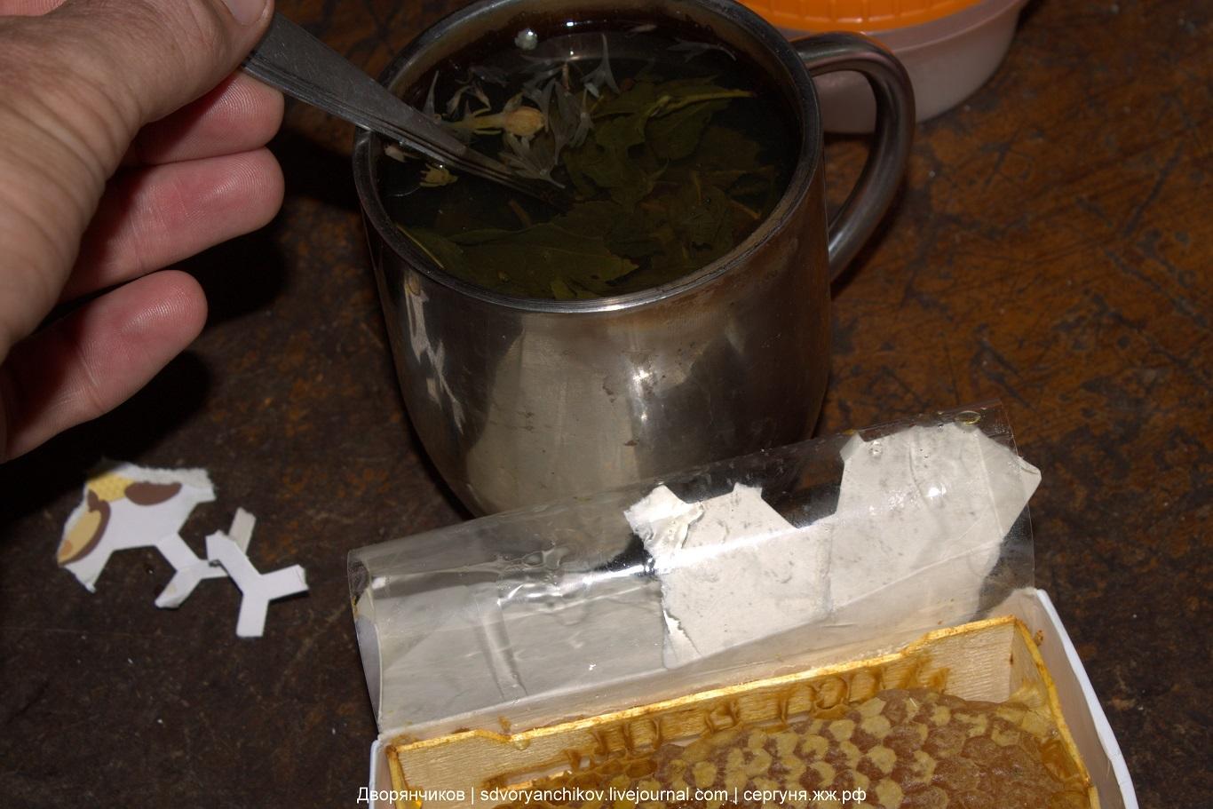 Чай с васильками розами и мёд в сотах