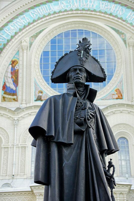 красками имеющими памятник ушакову в кронштадте фото современных