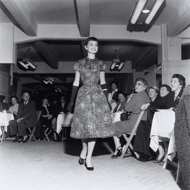 Нафешн-шоу вмагазине Герзон вАмстердаме. 2ноября 1954г.