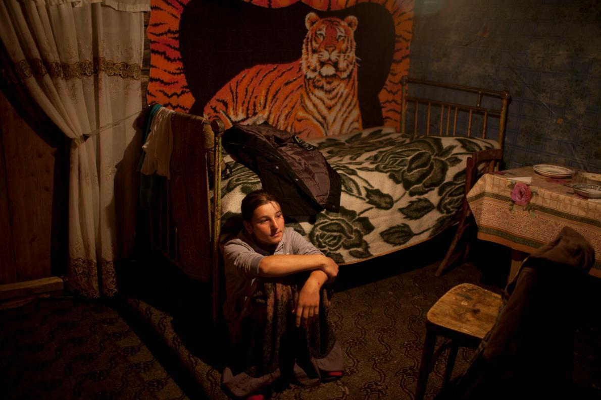 Сали 13 лет. Хотя она еще не замужем, ее бабушка сказала фотографу, что не видит ничего плохого в ра