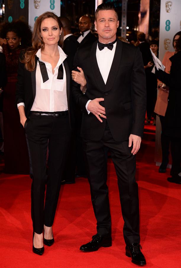 Бред и Анджелина поддержали модную «парную» тенденцию и пришли на мероприятие в похожих нарядах.