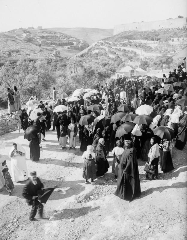 1915 год. Русские паломники в Кедронской долине.