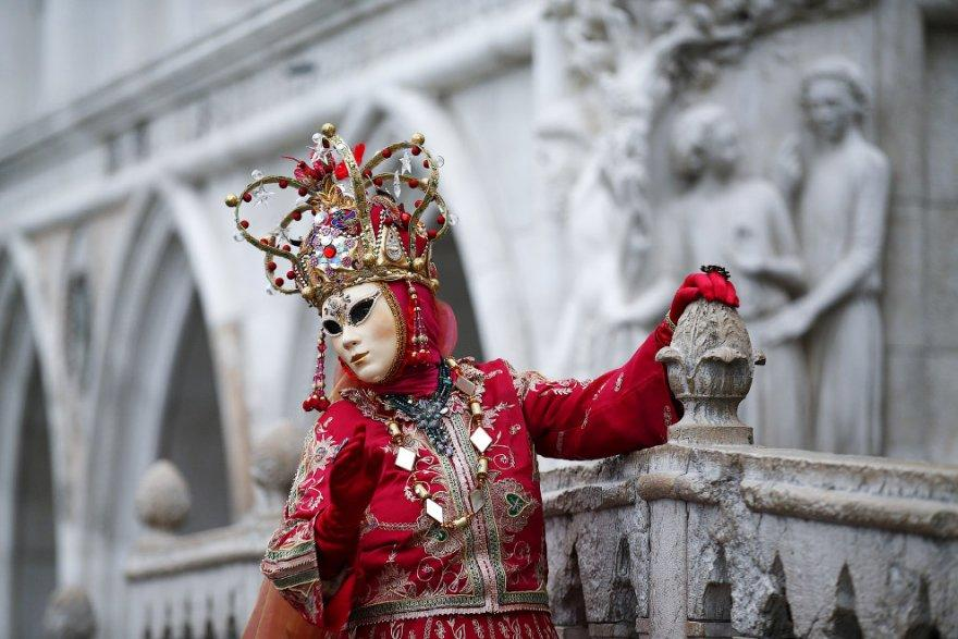 6. В XVII веке Венецианский карнавал пришел в упадок, но в 1979 году венецианский карнавал вновь ста